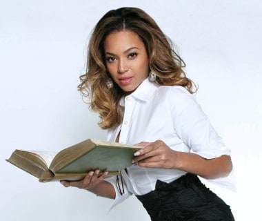 beyonce-reading-wallpapers_10795_1920x1440